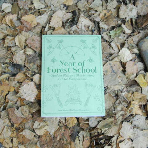 A Year of Forest School: Outdoor Play and Skill-Building Fun for Every Season - Jane Worroll & Peter Houghton