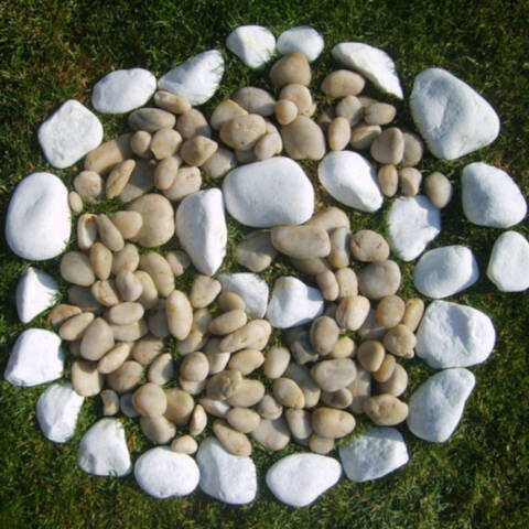 White Pebble and Cobble Mix - 10kg in a tub